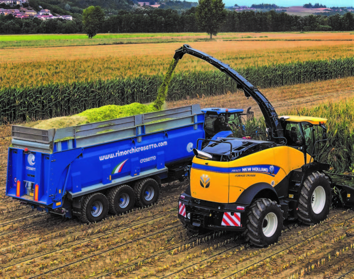 Dumper Crosetto al lavoro con trincia New Holland